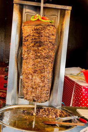 ポール上の伝統的なトルコのドナーケバブ