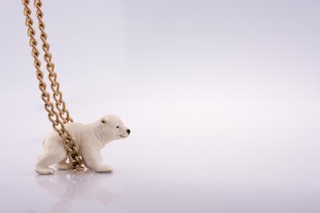 Polar bear cub and chain on a white background Standard-Bild - 98600656