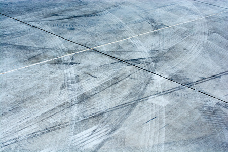 Tire tracks tire marks on Concrete  as abstract grunge texture Stockfoto