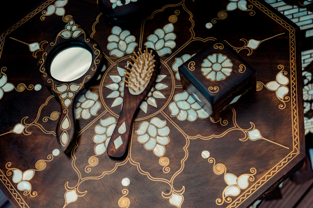 Ottoman art example of Mother of Pearl on comb and mirror Imagens