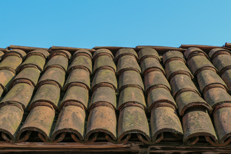 Old roof tiles made of colorful clay Standard-Bild