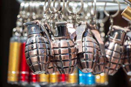 Porte-clés miniature en forme de grenade dans la vue Banque d'images
