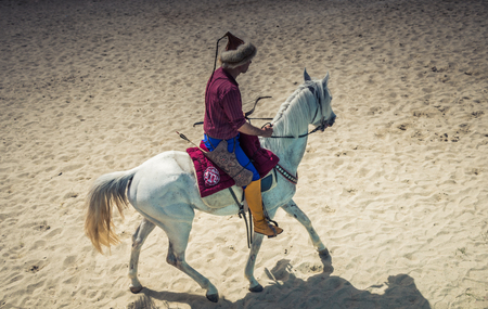 Ottoman horseman in his ethnic clothes riding on his horse 新聞圖片