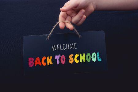 Testo del ritorno a scuola come concetto di educazione, insegnamento e apprendimento