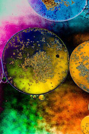 Oil bubbles inside water base form patterns