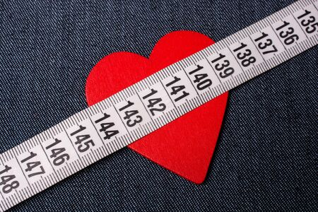 Measuring tape to symbolize an healthy diet and body weight control Stockfoto