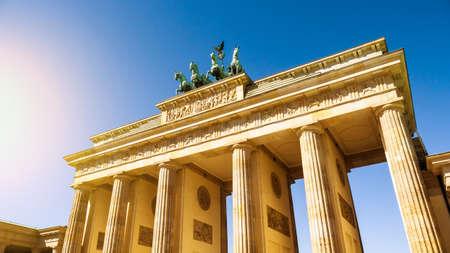 brandenburger tor: brandenburger tor in berlin with blue sky and sunlight
