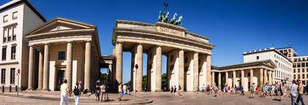 platz pariser com tor Brandenburger em Berlim panorama