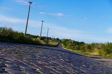 cobble: vecchio cobble strada in citt� in estate