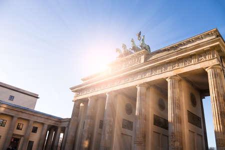 brandenburger tor: brandenburger tor in sunlight in berlin