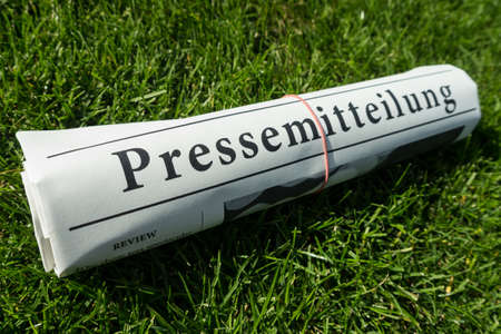 lates: pressemitteilung paper on green meadow