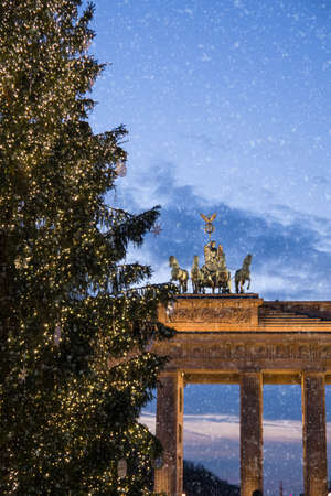 brandenburger tor: brandenburger tor and snowflakes in berlin Stock Photo