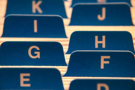 Datei-Ordner Nahaufnahme mit Buchstaben des Alphabets Standard-Bild - 26142748