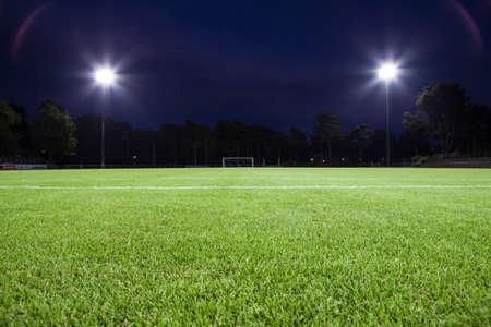 field  soccer: campo de f�tbol con las luces del punto