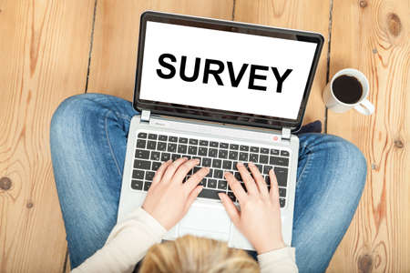 survey written on laptop for market research 版權商用圖片