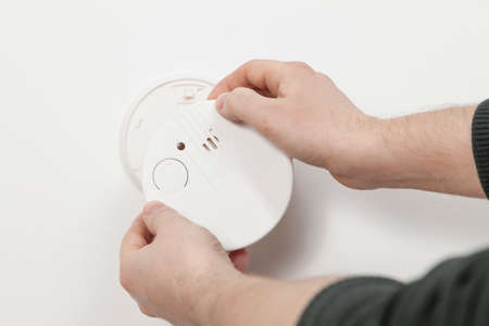 detector: Mounting a smoke detector