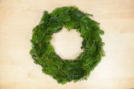 to tinker: Tinker a Christmas wreath (Step 8)