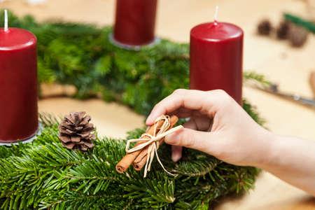 advent wreath: Decorate an advent wreath with cinnamon
