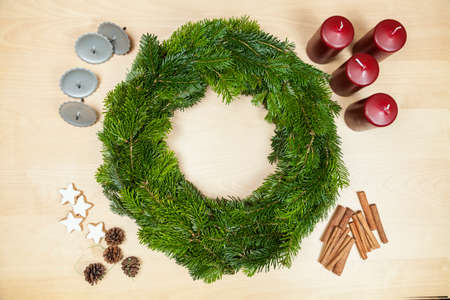 to tinker: Tinker a Christmas wreath (Step 9)