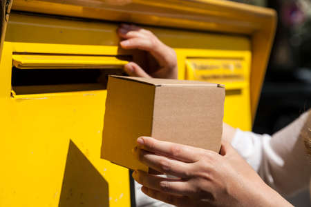 Parcel doesnt fit into mailbox Stock Photo