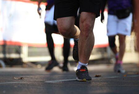 Marathon running in the light of evening Фото со стока - 147162662