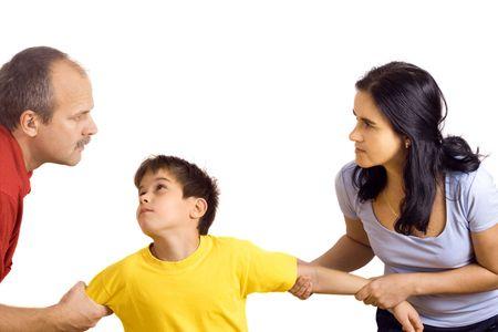 conflictos sociales: Manos de los padres que lucha por su hijo cada uno su camino tirando de �l.