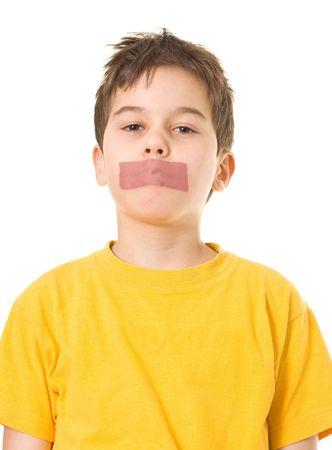 kokhalzen: Jongen met plak band op mond  Stockfoto