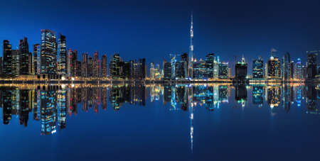 Dubaï, baie des affaires à l'heure bleue