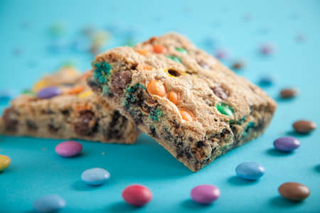 Cake with smarties on a turquoise background Stock fotó