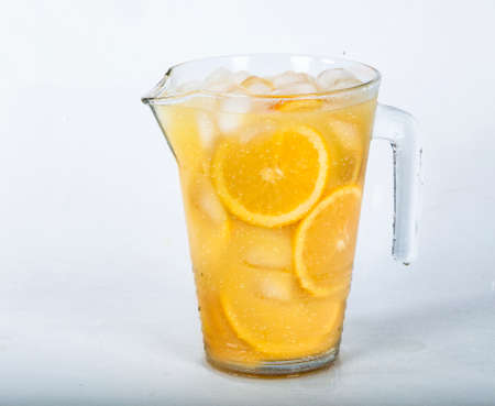 Fresh orange juice with orange slices and ice Stockfoto