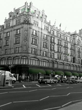 harrods: Harrods at busy London streets Stock Photo