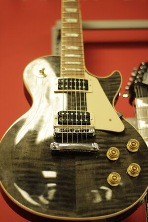 Photograph of an electric guitar on a music store Imagens