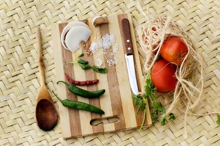 Photograph of a wood cutting board with vegetables Imagens - 55409895