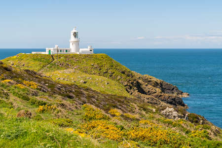 Strumble Head Lighthouse, near Goodwick, Pembrokeshire, Dyfed, Wales, UK Reklamní fotografie - 93230992
