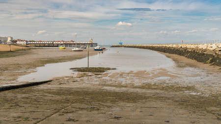 Neptunes Arm en de pier binnen in Herne Bay, Kent, Engeland, UK Stockfoto