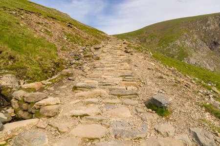 Llanberis 경로, Snowdonia, Gwynedd, 웨일즈, 영국에서 스노 든 산에서 내려 산책