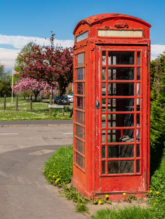 Cleehill, Shropshire, England, UK - My 08, 2018: An old telephone booth with a British flag in the background Redactioneel