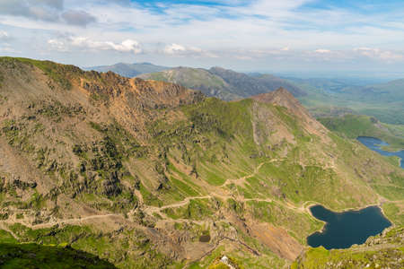 View from Mount Snowdon, Snowdonia, Gwynedd, Wales, UK - looking northeast at Garnedd Ugain, Crib Goch, Glaslyn and Llyn Llydaw Standard-Bild