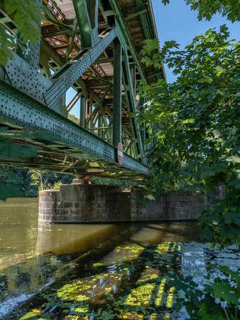 Railway bridge over the River Ruhr in Essen-Kettwig, North Rhine-Westfalia, Germany Imagens