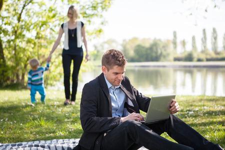 Quilibre entre travail et vie de famille Banque d'images - 33698119