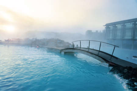 Blue Lagoon next to Reykjavik with people bathing in this natural hot spring . 免版税图像