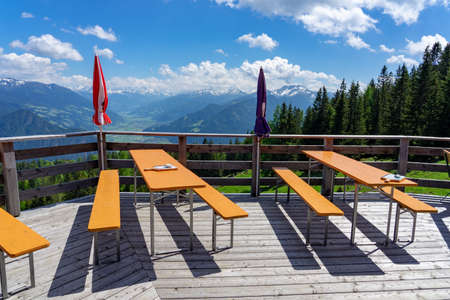 alm hut hutte terrasse with benches in tyrol with mountain view 免版税图像