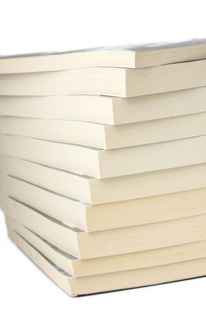 paperback: pila di libri in brossura su sfondo bianco Archivio Fotografico