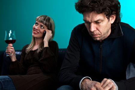 clash: hablando en el tel�fono y un hombre frustrado de mujer