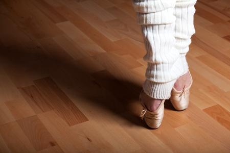 zapatillas ballet: pies de una bailarina de ballet Foto de archivo