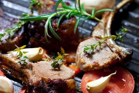 roasted lamb chop in a pan with vegetables 스톡 콘텐츠