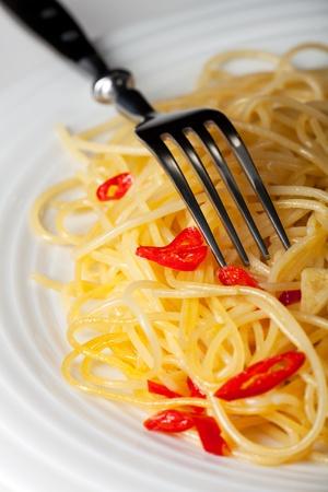 spaghetti alio olio and a fork Banco de Imagens