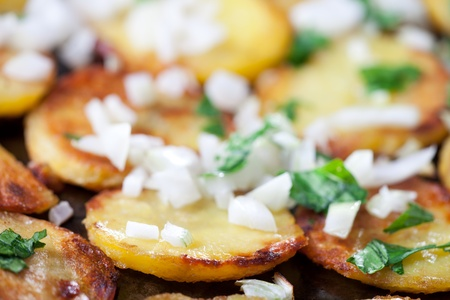 chippy: fried potatoes in an iron pan