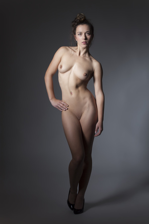 nude standing woman on grey
