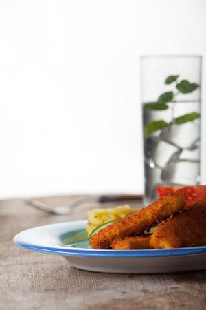 fishfinger: fish fingers and potato salad